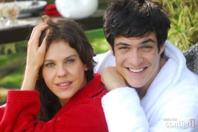 Matheus Solano faz par romântico com Bárbara Paz em Viver a Vida
