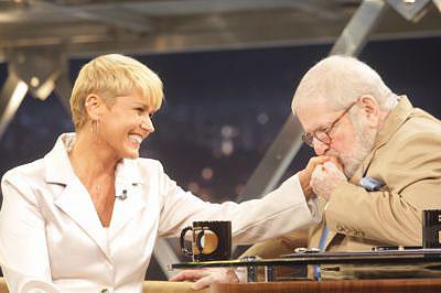 Xuxa se emociona ao falar de Sasha em entrevista a Jô